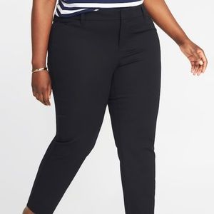 NWT Old Navy Plus Size  20W Mid Rise Pixie Pants!
